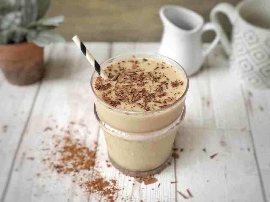 Imagem de um suplemento batido com leite desnatado.