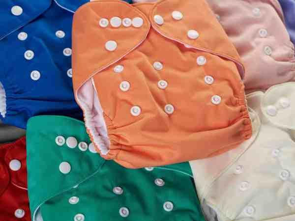Fraldas ecológicas coloridas.