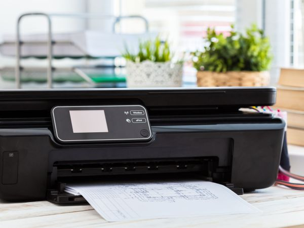 Um scanner portátil da cor preta.