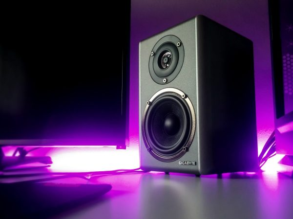 Imagem de um monitor de áudio.