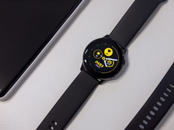 Imagem de um smartwatch Samsung.
