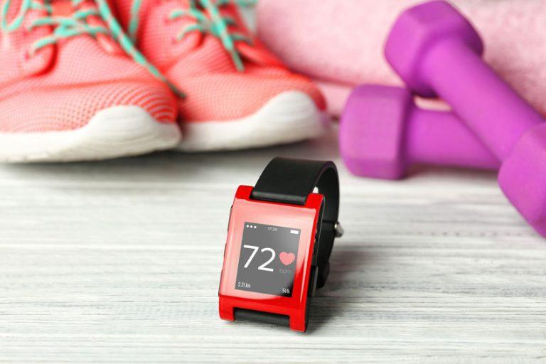 Smartwatch rosso e nero