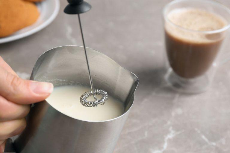 Primo piano su un latte da montalatte