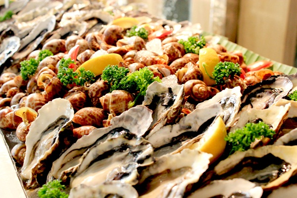 """ Seafood Extravaganza"" ห้องอาหารม็อกซี่, ดุสิตดีทู เชียงใหม่"