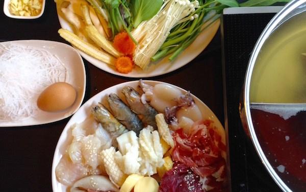 Routine Shabu ชาบู3น้ำกินเย็นๆในห้องแอร์ จัดโปรแถมฟรีปีกไก่ทอดน้ำปลา