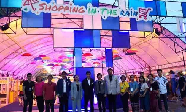 """สสว. ร่วมกับ มช. จัดงาน """"Shopping in the rain"""" จับมือเชียงใหม่และกลุ่มผู้ประกอบการภาคเหนือผลักดันโครงการ SME Startup 2561"""