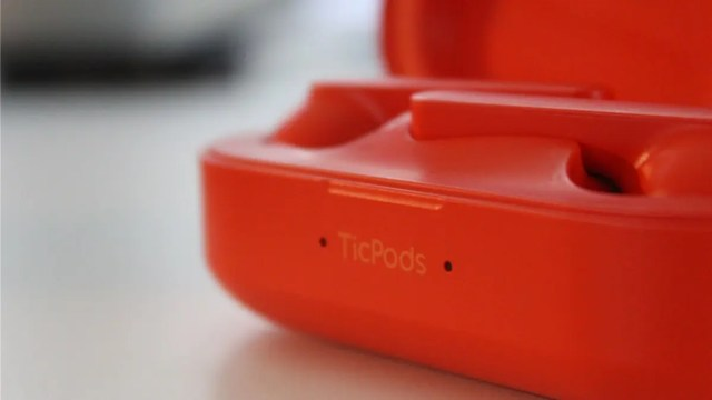 TicPods case