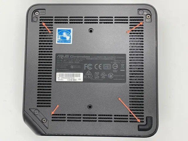 Photo of bottom of Chromebox with arrows pointing out where case screws are located