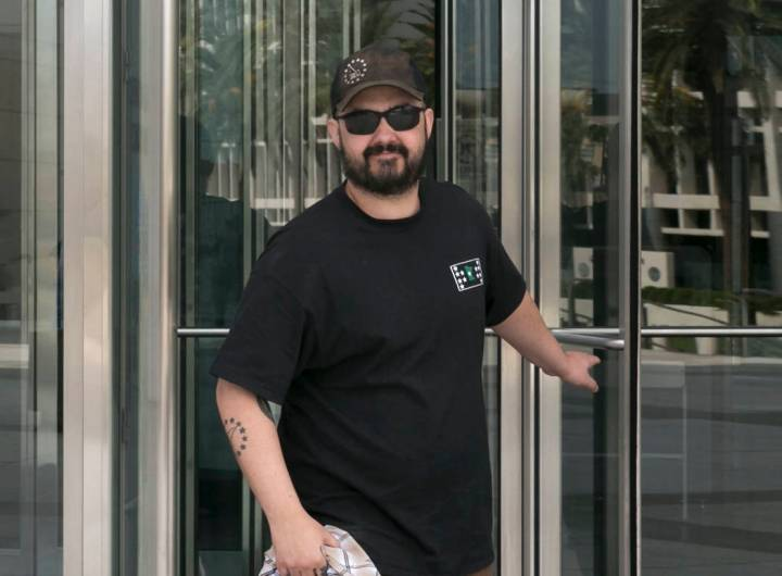 Eric Parker, recently acquitted of most charges in the Bunkerville standoff, leaves the Lloyd George U.S. Courthouse after his court hearing on Thursday, Aug. 31, 2017, in Las Vegas. (Bizuayehu Te ...