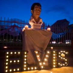2 Rocking Chairs Instrumental Buy Tables And Wholesale Elvis Auction Gets 17 5k For A Chair 27 Ring Street Memorial Is Lit During Candlelight Vigil Presley In Front Of Graceland