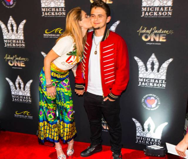 Paris Jackson Left And Prince Jackson Children Of Michael Jackson Pose On