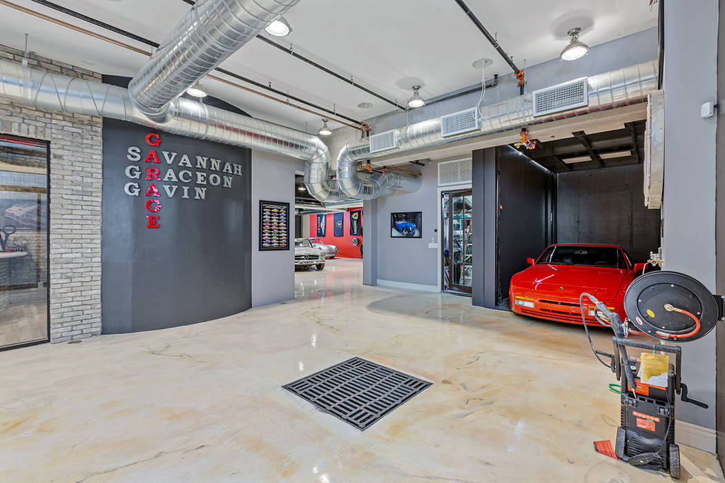 Las Vegas Mansion Has Underground Garage Elevator For Cars Video Las Vegas Review Journal
