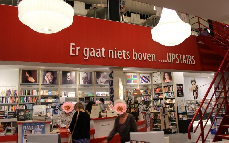 Boekhandel Van der Velde Groningen A-Kerkhof - Kassa en trap