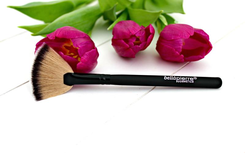 Bellapierre Cosmetics Fan Brush no. 27