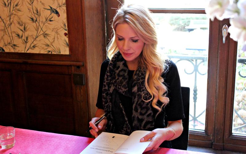 Sarah Jio signing books