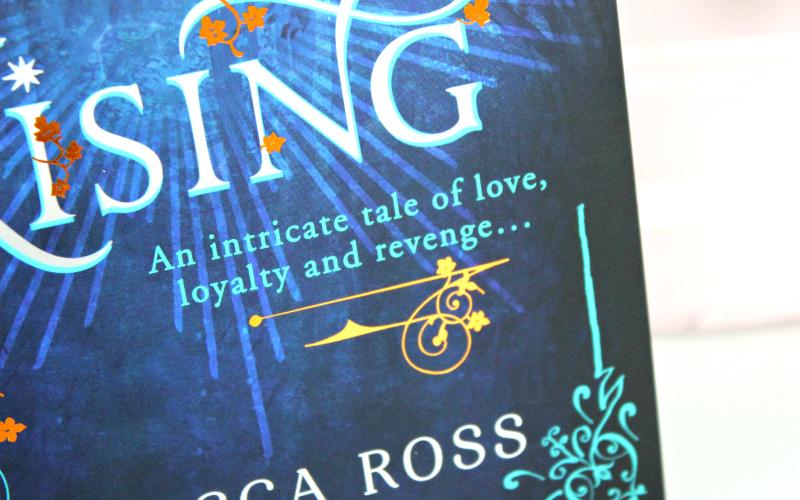 The Queen's Rising - Rebecca Ross