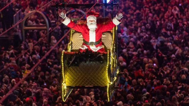 Light Night: 2019 was the year that Santa flew up the Royal Mile • reviewsphere