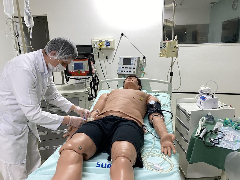 laboratorio de simulação realística usado para o curso de habilidades clínicas para o revalida