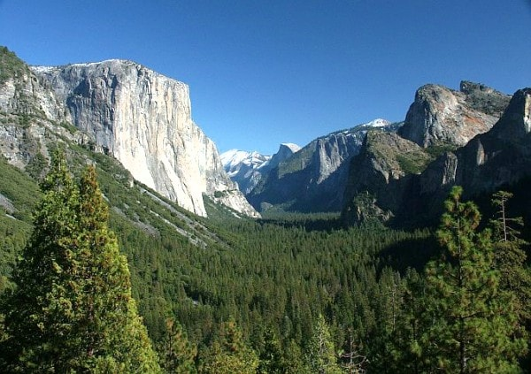 Yosemite Mountains and Valley. Image by Mountainprofessor.
