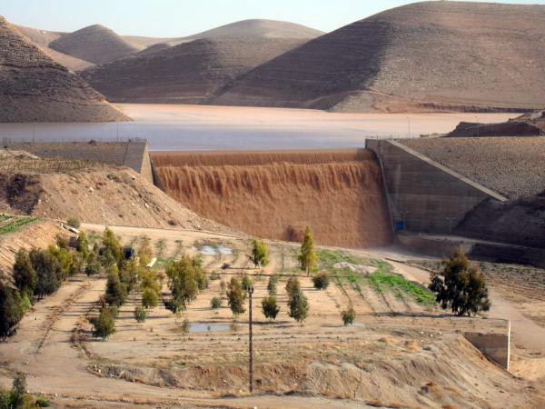 Badia Dam in the midst of a desert. Image credit Broadleap.org.