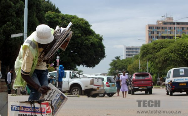 A newspaper vendor in Harare. Image credit techzim.co.zw