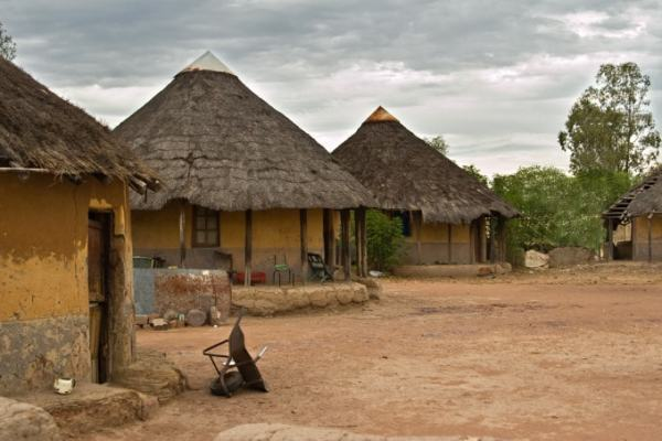A typical Zimbabwean rural homestead. Image credit lawhub.co.zw