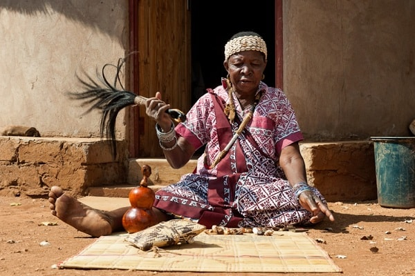 A modern day spirit medium. Image credit blogspot.com