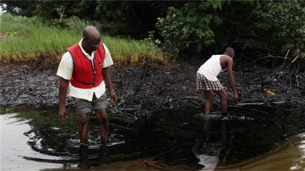 Shell's pollution has destroyed people's livelihoods prompting the need for costly cleanup operations. Image credit aljazeera.com