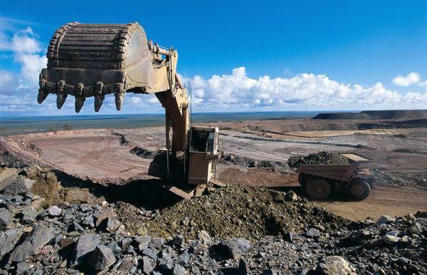 Iron mining in Zimbabwe. Image credit miningzimbabwe.com