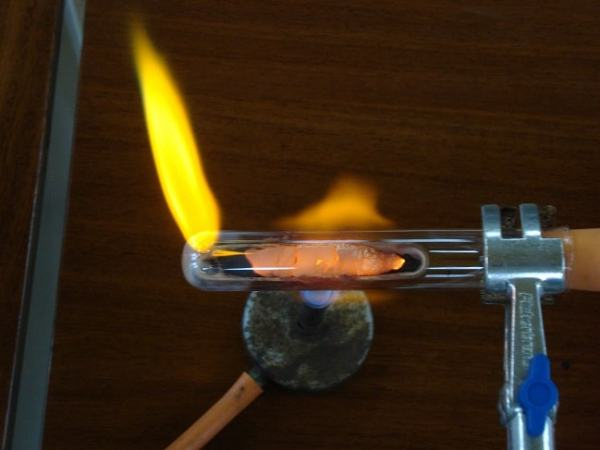 The reduction of copper. Image credit chemistrydemos.co.uk