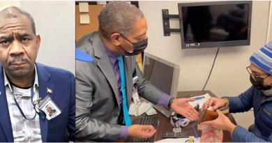 Mayordomo del consulado en Nueva York devuelve por segunda vez dinero  olvidado por comunitarios en la sede