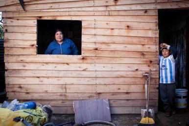 Claudia Elena resguardó en su casa a los hijos de sus vecinos que, durante el temporal, trataban de combatir los desastres que ocasionaba el agua. [Villa Evita]