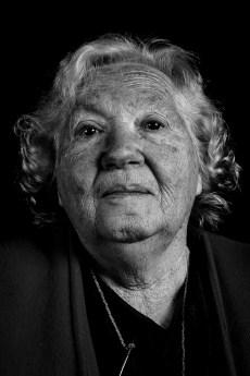 Blanca Ofelia Niemann. Su hija, Gladis Noemí García, fue secuestrada y desaparecida el 19 de junio de 1976. En 2005 el Equipo Argentino de Antropología Forense le informó que habían identificado su cuerpo, enterrado como NN en el cementerio de Avellaneda.