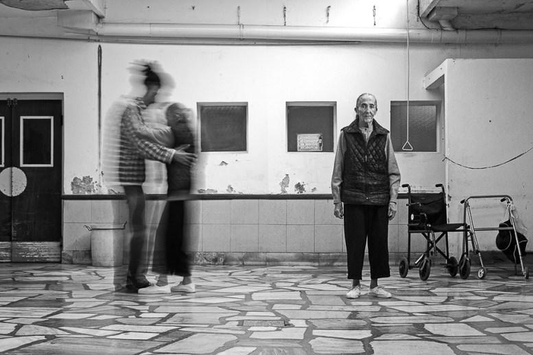 """Iris. Hogar Municipal de Ancianos """"Eva Perón"""". Como ella, cientos. También jóvenes y adultos. En otras instituciones. Antes."""