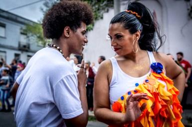 """El cuerpo de baile de Manoahi Candombe está conformado por más de una decena de bailarinas que ensaya dos veces por semana y cuenta con la guía del reconocido bailarín Oscar """"Cococho"""" Pereira."""