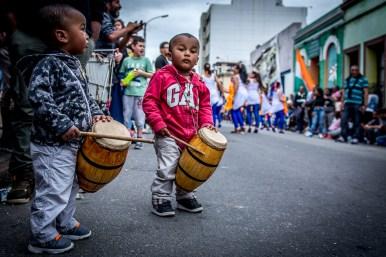 El Candombe es tradición. El toque, la danza y su historia se traspasa de generación en generación. Los grandes tocadores nacen con un tambor bajo el brazo.