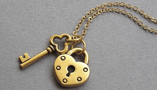 Ele: a chave. Ela: a fechadura