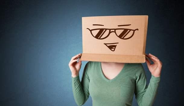 Resultado de imagem para O Ministério da Saúde adverte: fingir que é feliz pode causar tristeza profunda
