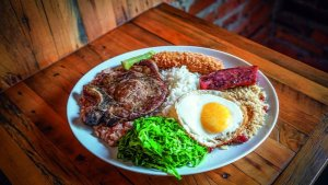 Viaje pelo Brasil com a principal comida típica de cada Estado