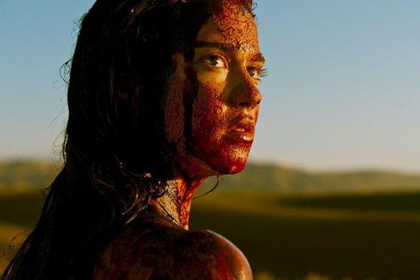 Vingança (2017), Coralie Fargeat