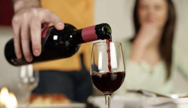 20 hábitos que todo bom bebedor de vinho desenvolve com o passar do tempo (ou dos vinhos)