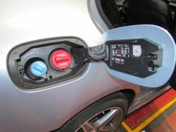 Boca del depósito de combustible y del aditivo AdBlue