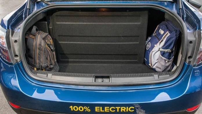 -Maletero del Renault Fluence Z.E, con la adaptación para alojar las baterías