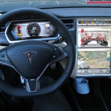 98_informatica_Tesla_Model_S_digital_panels-t