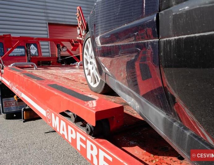 Daños ocasionados en la subida del vehículo en la grúa.