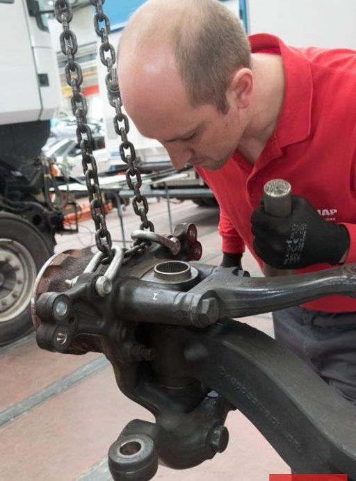 Durante la reparación pueden ocasionarse daños mecánicos.