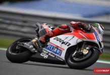 ¿Qué diferencia, en componentes, a una motocicleta sport de calle de una motocicleta de competición?