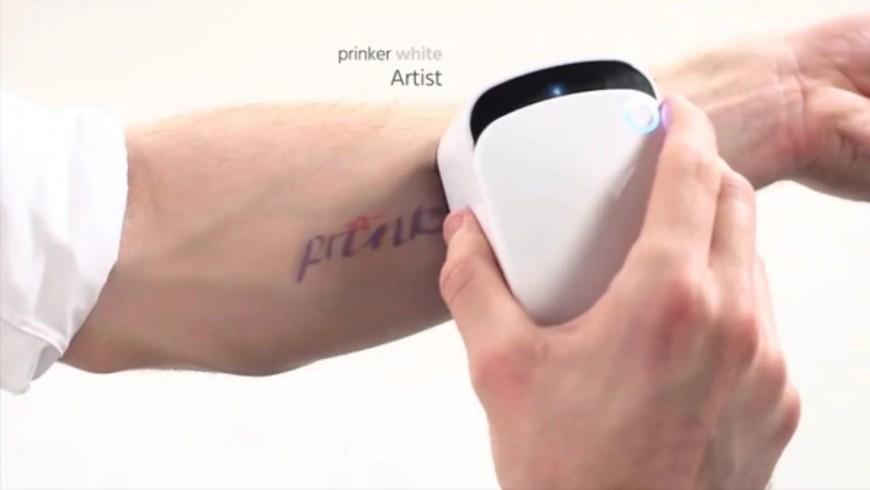 Pequeña Máquina Para Imprimir Tatuajes En La Piel En Pocos Segundos