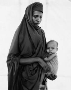 fehan-noor-ahmed-y-su-hija-rhesh-campo-de-refugiados-somalies-kenia-1992-c-fazal-sheikh-2009