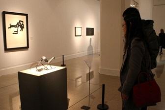 Chillida  en la exposición de Picasso a Barcelo